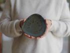 Atelier Eva Dejeanty - Assiette en Céramique (grès) modèle Cellule Taille XS