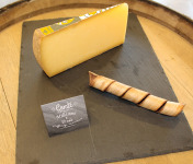 Constant Fromages & Sélections - Comté Aop Badoz Millésime 30 Mois, Part De 1kg Environ