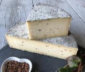 Les Fermes Vaumadeuc - Tomme au Sarrasin- Au lait cru entier de vache-Affinage 2 mois - 1700g