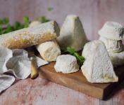 Ferme du caroire - Plateau de Fromages de Chèvre pour 20 Personnes : 2 Bûches, 3 Crottins, 1 Pavé, 2 Pyramides