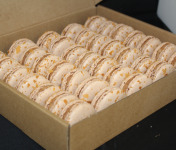 Les Macarondises - 35 Macarons Chocolat Au Lait Caramel