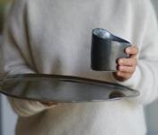 Atelier Eva Dejeanty - [Précommande] Service de Vaisselle en Céramique (grès) : Assiette Taille L et Tasse S modèle Cellule