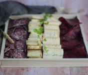 Ferme Chambon - Raclette Dard-dard pour 4 Personnes : assortiment fromages et charcuteries