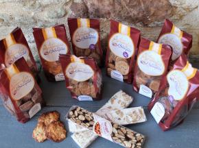 Les amandes et olives du Mont Bouquet - Panier Biscuits et Nougats 100 % Amandes et Faits Maison