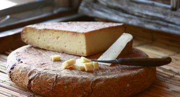 """Le Moulin Gourmand - Fromage De Bethmale Au Lait Cru """"3 Laits"""" - 220g"""