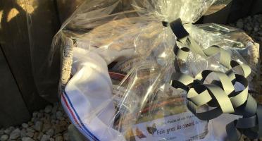 Des Poules et des Vignes à Bourgueil - Coffret - Panier gourmand  (Foie Gras et Terrines)