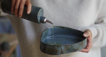 Atelier Eva Dejeanty - Service de Vaisselle en Céramique (grès) : Huilier et Plat (assiette Creuse) modèle Cellule