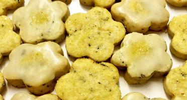 Le safran - l'or rouge des Ardennes - Biscuit Au Thé Blanc Pétales De Fleurs Et Cristaux De Safran