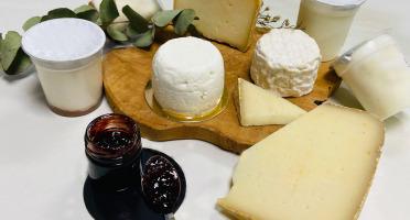 La Fromagerie Sainte Godeleine - Coffret Brebis - 4 Fromages + 4 Yaourts + 1 Confiture de Cerises - 1,5 kg