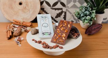 Le Petit Atelier - Tablette De Chocolat Au Lait Bio Aux Amandes Caramélisées