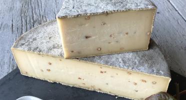 Les Fermes Vaumadeuc - Tomme au Sarrasin- Au lait cru entier de vache- affinage 2 mois- 420g
