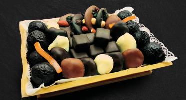 Maison du Pruneau - Assortiment Noël Et Fêtes Pruneaux Et Chocolats - Plateau Gourmand Bois 640g