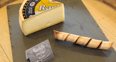 Constant Fromages & Sélections - Raclette Badoz Au Lait Cru Prestige, Part De 1kg Environ