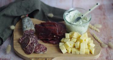 Ferme Chambon - Assortiment Apéro Comté AOP Fruité + Saucisson  de boeuf au comté + Bresi + Fromage Ail et Persil