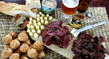 Ferme du caroire - Panier Apéro Dînatoire autour du chèvre en fromage et charcuterie!