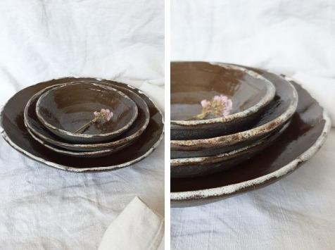 SUBECHA Studio - Service Complet Céramique : 4 Pièces Plat et Assiettes Creuses en Grès Chocolat