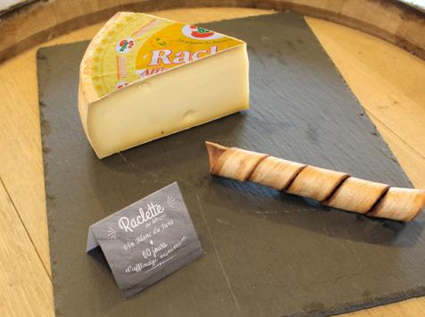 Constant Fromages & Sélections - Raclette Badoz Au Lait Cru Au Vin Blanc Du Jura, Part De 500g Environ