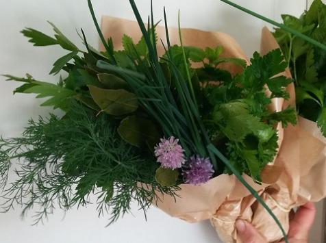 Epione - Bouquet Surprise De 7 Aromates Minimum Et/ou Fleurs Sauvages Ou Cultivés