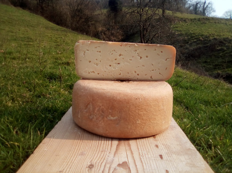 La ferme Lassalle - Fromage de Brebis AOP Ossau-Iraty Fermier d'Estive Demi-boule - 2,4kg