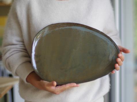 Atelier Eva Dejeanty - Assiette en céramique (grès) modèle Cellule Taille L